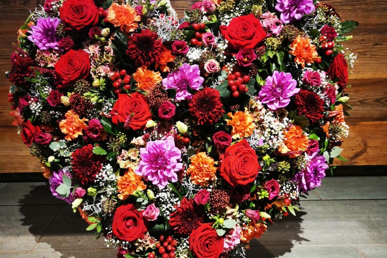 Cœur floral rose-bordeaux