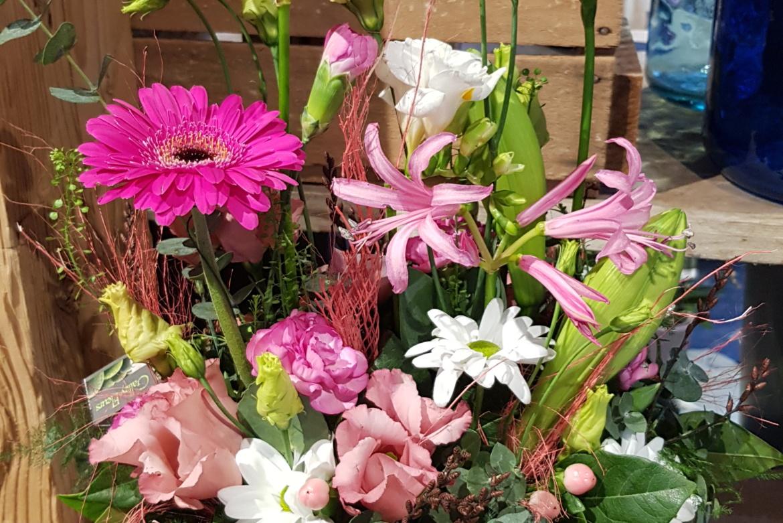 Arrangement floral pastel allongé